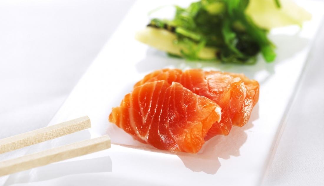 sashimi-de-trucha-del-fiordo-con-ensalada-wakame_top_regular